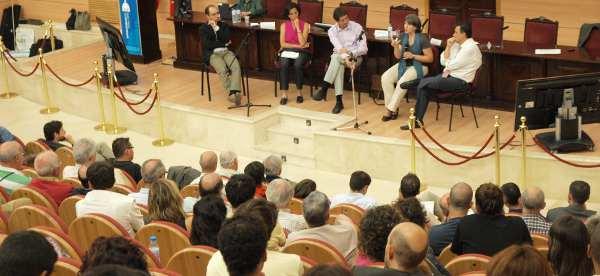 Mesa redonda celebrada en el XX aniversario de ONGAWA