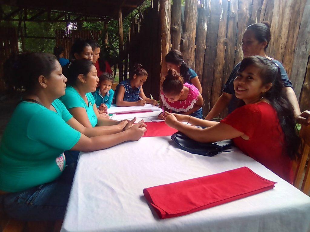 Mujeres participantes en el Comité de Agua Potable y Saneamiento de Los Encuentros (Nicaragua)
